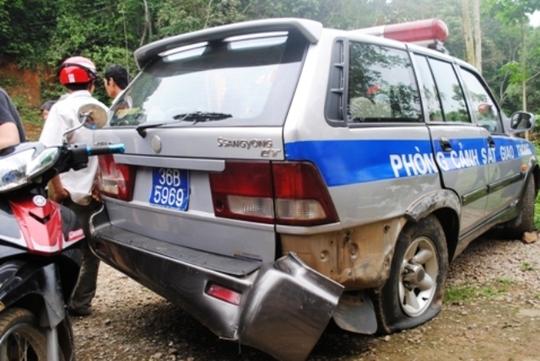 Lái xe người Lào đã liều lĩnh tông hỏng xe, bị thương CSGT rồi bỏ trốn vào rừng. Ảnh Tr. Đại