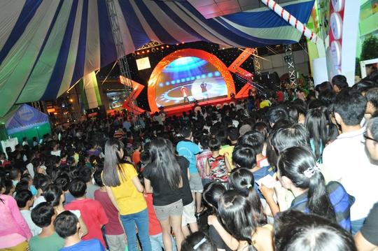 Chương trình ca nhạc đặc sắc với sự tham gia của nhiều ca sĩ và nhóm nhạc tên tuổi  như MC Đại Nghĩa, Đan Trường, Khánh Bình, bé Đăng Khoa...