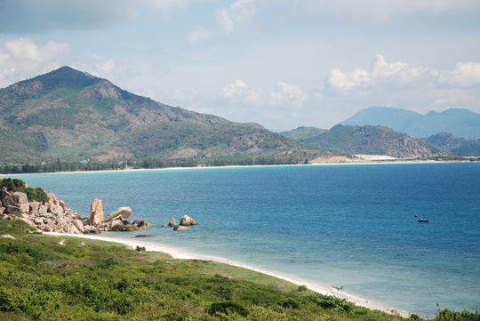 Những bãi cát trắng mịn màng ven biển Nam Trung Bộ