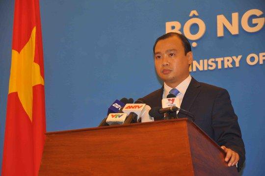 Ông Lê Hải Bình, chủ trì họp báo