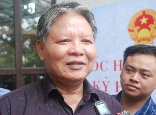 Bộ trưởng Hà Hùng Cường cho rằng quy định nhà báo phải có giấy giới thiệu của cơ quan mới được đưa tin, phản ánh tại các phiên tòa là một loại giấy phép con, vênh với nghị định hướng dẫn thực hiện Luật Báo chí của Chính phủ.