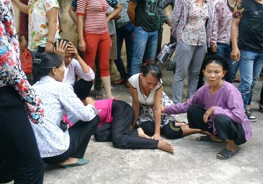 Nhiều người dân xã Quảng Nham ngất lịm, òa khóc khi tòa tuyên án