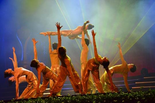 Noo Phước Thịnh và Đông Nhi đoạt Giải Mai Vàng 2013
