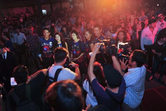 Khán giả hào hứng giao lưu với đoàn làm phim