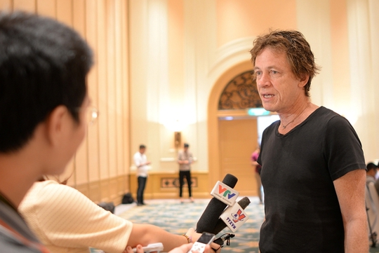Guitarist lừng danh Dominic Miller trả lời phỏng vấn