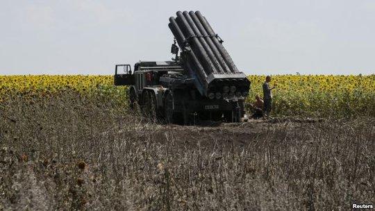 Bệ phóng rốc két của Ukraine được phát hiện tại tỉnh Donetsk hôm 12-7. Ảnh: Reuters