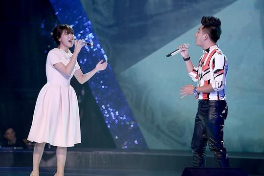 Hà Minh Tiến bản lĩnh trên sân khấu cùng Văn Mai Hương