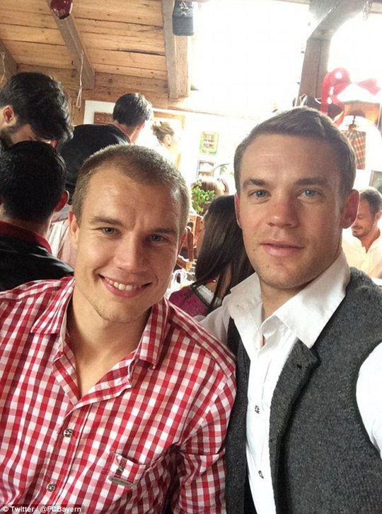 Holger Badstuber và thủ môn Manuel Neuer
