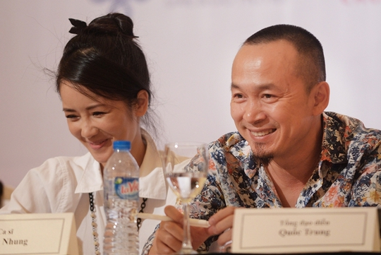 Nhạc sĩ Quốc Trung và ca sĩ Hồng Nhung tại buổi họp báo về Lễ hội âm nhạc Gió mùa ngày 1-10