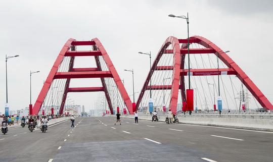 Điểm nhấn của tuyến đường này là cầu Bình Lợi. Các vòm thép Nielsen được vận chuyển từ Hàn Quốc qua. Với chiều cao 35m, rộng 28m, dài 150m, vòm Nielsen trên cầu Bình Lợi là kết cấu cầu vòm lớn nhất VN. Cầu này tiếp nhận khoảng 40% lưu lượng giao thông từ trung tâm TP qua sông Sài Gòn.