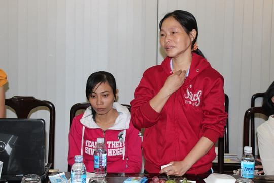 Chị Nguyễn Thị Chi, công nhân Công ty Việt Nam Samho, huyện Củ Chi, TP HCM, xúc động không nói nên lời khi kể về hoàn cảnh của mình