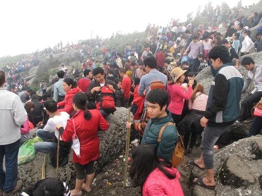 Hàng vạn người đến Yên Tử ngày khai hội