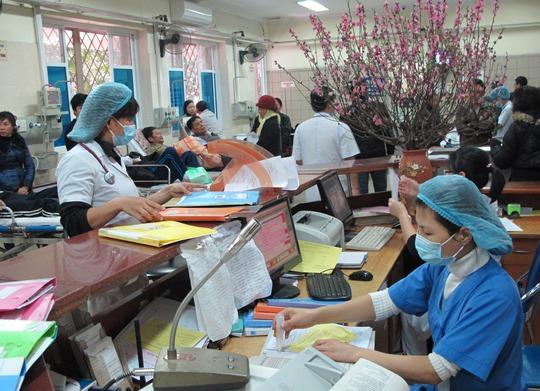 Bệnh nhân cấp cứu trong những ngày tết đông nghịt (Ảnh chụp tại Khoa- Cấp cứu - BV Bạch Mai)