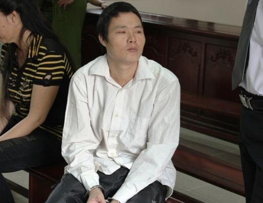 Sau khi hiếp dâm bé gái mới 14 tuổi, Hùng đã trốn khỏi địa phương nhưng vẫn không thoát được lưới trời