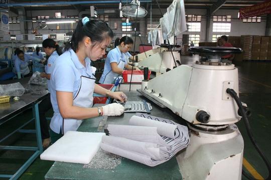 Doanh nghiệp phải tham khảo ý kiến của Công đoàn cơ sở khi điều chỉnh lương tối thiểu vùng