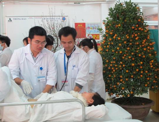 Những ngày Tết các y bác sĩ BV Việt Đức vẫn căng mình với các ca cấp cứu