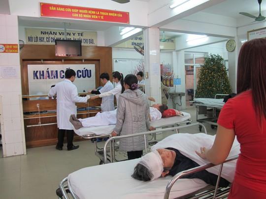 Rất nhiều bệnh nhân bị TNGT nặng điều trị tại Khoa cấp cứu Bệnh viện Việt Đức