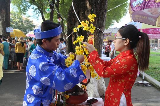 CNVC-LĐ thi cắm hoa tại ngày hội