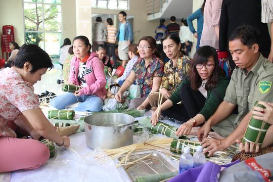 CNVC-LĐ tham gia Ngày hội gói bánh tét do LĐLĐ quận Tân Bình, TP HCM tổ chức