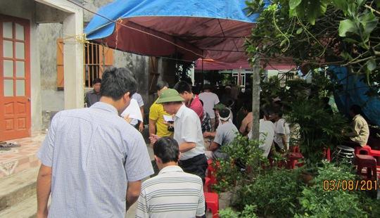 Gia đình tổ chức tang lễ cho các nạn nhân