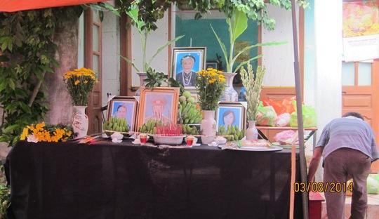 Bàn thờ chung của 4 nạn nhân trong cuộc thảm sát