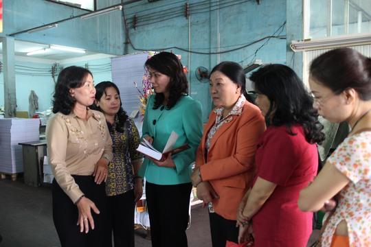 Bà Nguyễn Thị Thu, Chủ tịch LĐLĐ TP HCM, Thăm Công ty CP In Người Lao Động