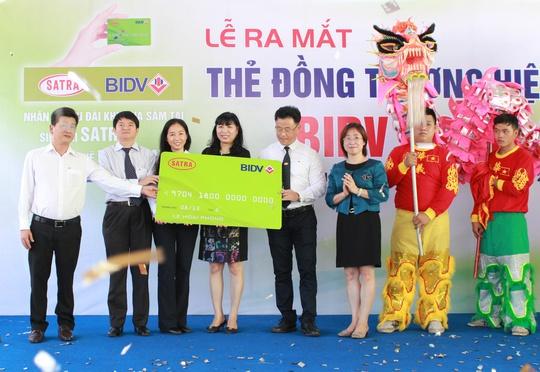 Lãnh đạo SATRA và BIDV ra mắt thẻ đồng thương hiệu SATRA - BIDV