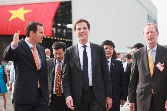 Thủ tướng Hà Lan thăm nhà máy đóng tàu Darmen Sông Cấm