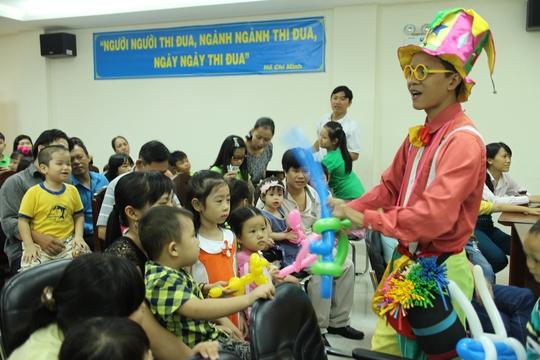 Con CNVC-LĐ Tổng Công ty Văn hóa Sài Gòn xem biểu diễn bong bóng nghệ thuật
