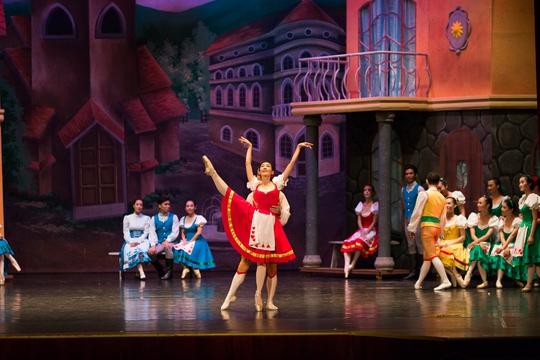 Những hình ảnh lộng lẫy của vở vũ kịch Cô bé búp bê