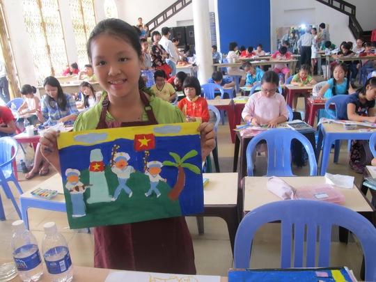 Thí sinh Nguyễn Hải Minh khoe tác phẩm sáng tác về biển đảo