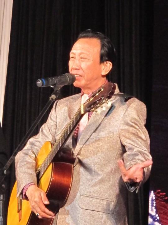 Nhạc sĩ Thế Hiển hát bài Em nghe nói dành cho người khiếm thị