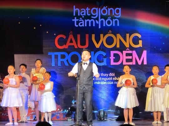 Chương trình còn có sự tham gia của Dương Quyết Thắng - gương mặt khuyết tật tài năng bước ra từ cuộc thi Viet Nam Got's Talent