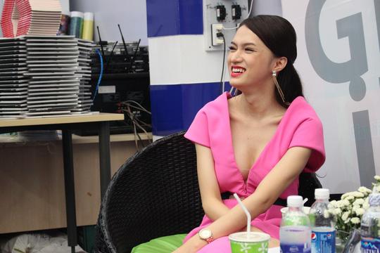 """Hương Giang kể chuyện """"chuyển giới"""" qua sách"""