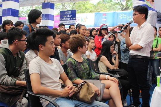 Đông đảo độc giả trẻ đã đến giao lưu cùng Hương Giang