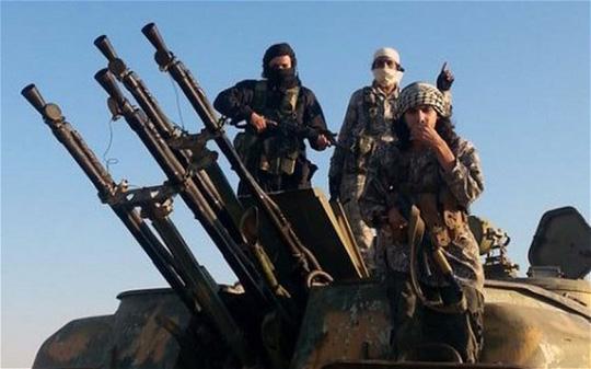 Chiến binh Nhà nước Hồi giáo gây hoang mang, lo sợ cho nhiều bộ tộc thiểu số. Ảnh: AP