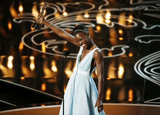"""Lupita Nyong'o: """"Viên ngọc đen"""" kiêu hãnh"""