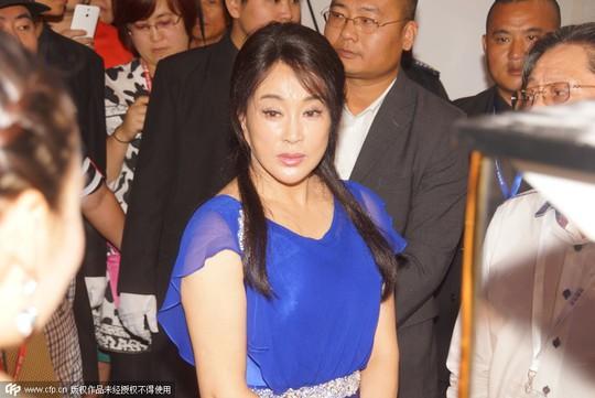 Nữ diễn viên này có sức hút lớn, được nhiều người hâm mộ chào đón khi tham gia sự kiện