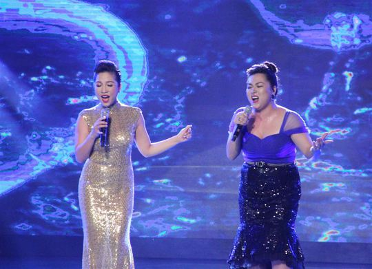 Minh Thùy song ca với Mỹ Linh