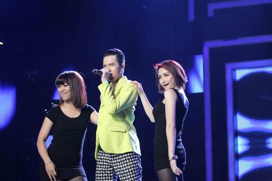 """Minh Châu tự tin lựa chọn bản hit của nhạc sĩ Huy Tuấn – """"Anh trôi về em"""" để biểu diễn cùng phần minh họa của Hòa Minzy và Thanh Ly"""