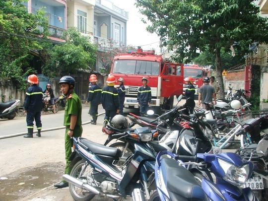Xe chữa cháy phải bơm nước từ xa để chữa cháy