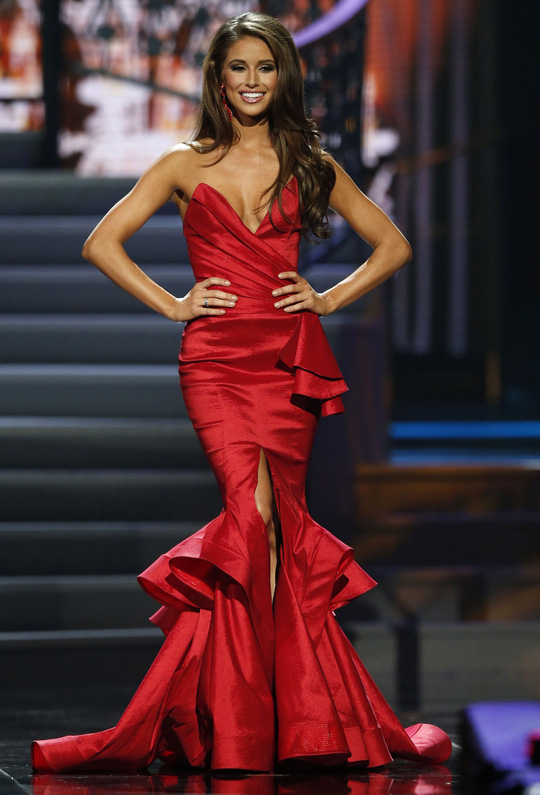 """Người đẹp """"giỏi võ"""" đăng quang Hoa hậu Mỹ"""