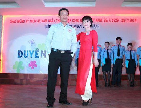Các thí sinh biểu diễn thời trang công sở tại hội thi do LĐLĐ quận Bình Thanh, TP HCM tổ chức  ẢNH: THANH NGA