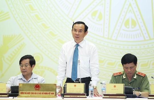 Chủ nhiệm Văn phòng Chính phủ Nguyễn Văn Nên chủ trì buổi họp báo