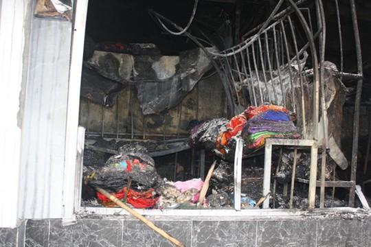 Những gì còn sót lại trong 1 ki-ốt sau vụ cháy