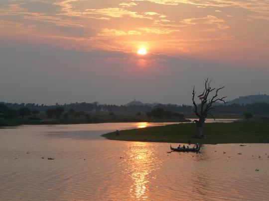 Một số hình ảnh đêp, bình yên khác ở cầu Ubein - cây cầu gỗ dài nhất Đông Nam Á (Myanmar)