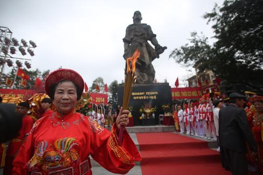 225 năm qua, mùa xuân nào người Hà Nội cũng tưng bừng tổ chức ngày hội chiến thắng ở Gò Đống Đa.