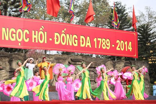 Vua Quang Trung kết hôn với Ngọc Hân công chúa và mang cành đào Hà Nội vào Phú Xuân tặng nàng