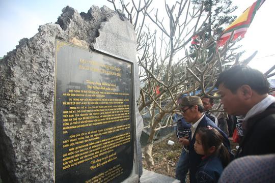 Bức bia tưởng niệm viết về Đại tướng Võ Nguyên Giáp, một người con của dòng họ Vũ-Võ Việt Nam