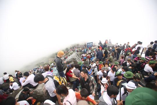Phía dưới mây mù nhưng trên đỉnh chùa Đồng khí hậu luôn trong lành, thoáng đãng